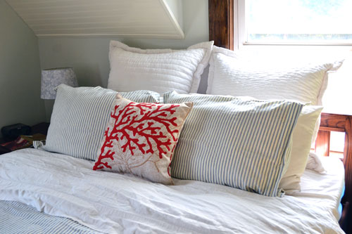 Coral pillow for master bedroom angie 39 s roost - Cuscini per spalliera letto ...