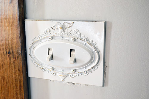 Distressed Eagle Switch Plate